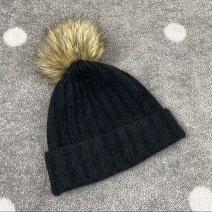 3/$20 Aritzia The Group Babaton Winter Pom Pom Hat